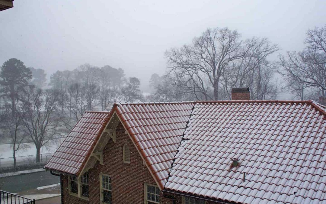 What You Need to Know About Winter Roof Replacements
